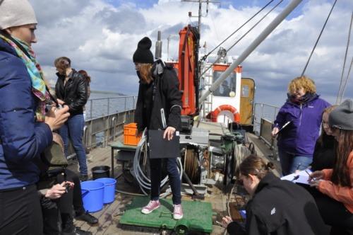Pobór prób biologicznych podczas rejsu kutrem rybackim